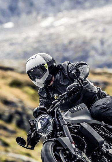 picture of the 2018 Husqvarna Vitpilen on a ride