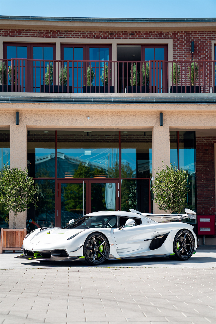 Koenigsegg Jesko by Steffen Miethke leManoosh industrial design blog and online courses